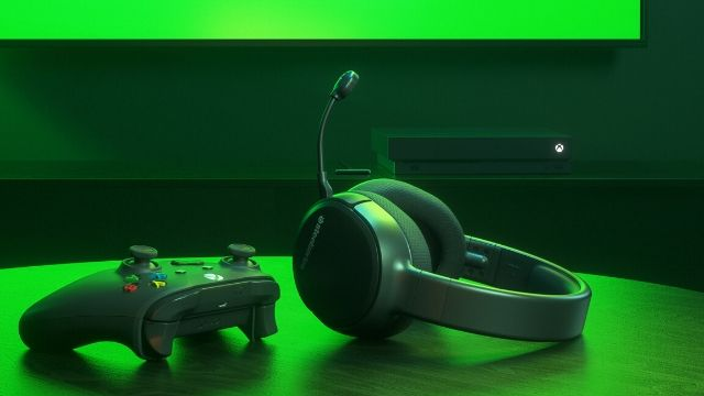 Gezegende-steelseries-arctis-1-wireless-xbox-kulakligini-tanitti
